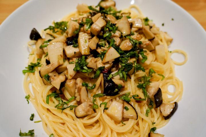 Spaghetti with Porcini Mushroom & Garlic