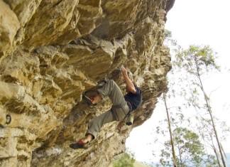 Alain Denis climbing in Machetá (Cundinamarca), Colombia