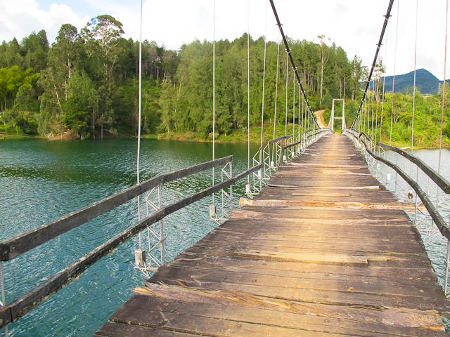 Travel in Colombia: Dodgy bridge near El Peñol