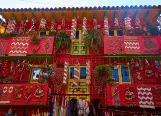 Typical store front in Ráquira, Colombia